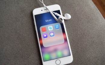 share sound from iPhone to two earphones